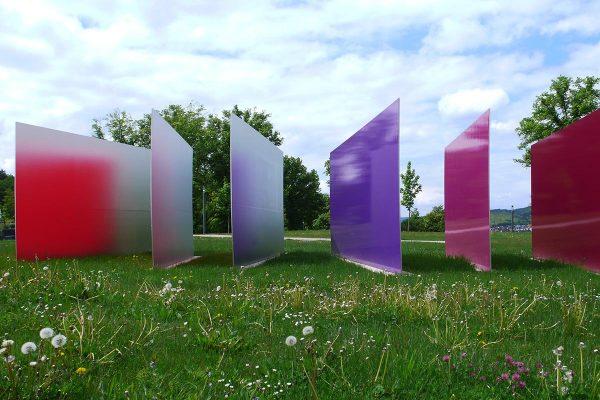 reflection, 2013, Edelstahl, Autolack, 250 x 1500 x 700 cm, Schlosspark, Heidenheim an der Brenz