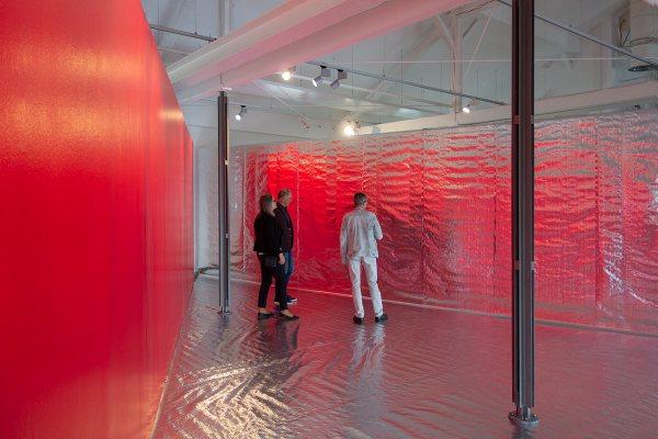 Rita Rohlfing, PASSAGE -  ROT, 2020/21, Rauminstallation, installation art, Doerken Galerie, Herdecke