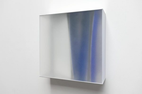 Rita Rohlfing, Color Space Object, white & blue space, 2011, Acrylglas, Aluminium, Acrylfarbe, 65 x 65 x 21 cm