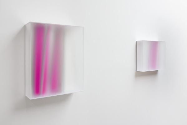 Rita Rohlfing, Color Space Object, Rubin, 2014, Acrylglas, Acrylfarbe, 76 x 62 x 20 cm, deep purple, 2014, Acrylglas, Acrylfarbe, 50 x 62 x 16 cm