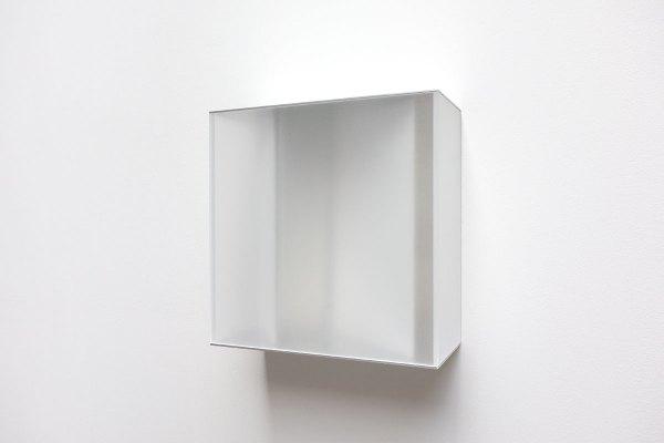 Rita Rohlfing, Color Space Object, white space, 2005, Acrylglas, Aluminium, Lackfarbe, 40 x 40 x 17,5 cm