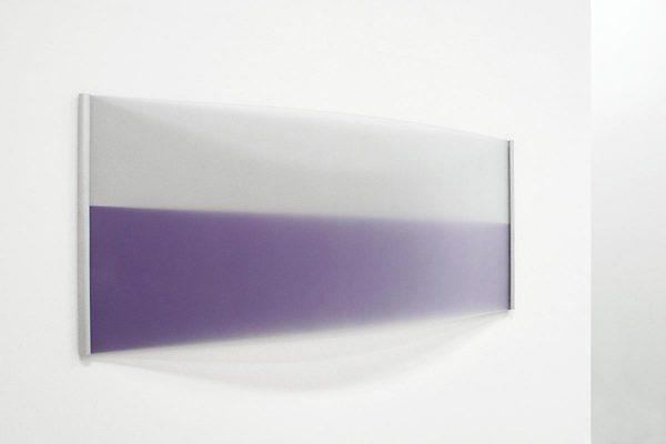 Rita Rohlfing, Color Space Object, curve, 2006, Acrylglas, Aluminium, Lackfarbe, 63 x 150 x 12 cm