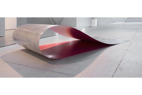 Rita Rohlfing, Installation Art, Skulptur, o.T. / untitled, 2001, Aluminium, Lackfarbe, 42 x 185 x 80 cm