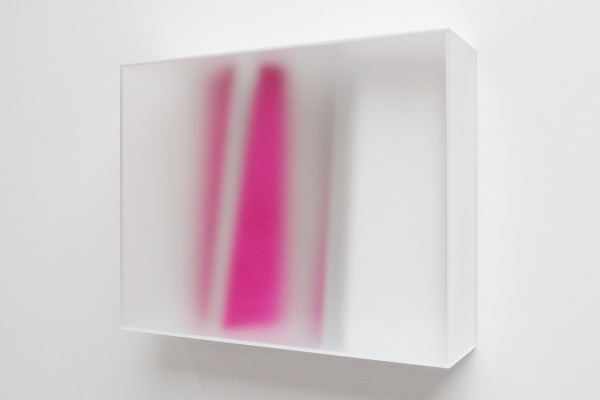 Rita Rohlfing, Color Space Object, purple, 2013, Acrylglas, Acrylfarbe, 65 x 80 x 22 cm