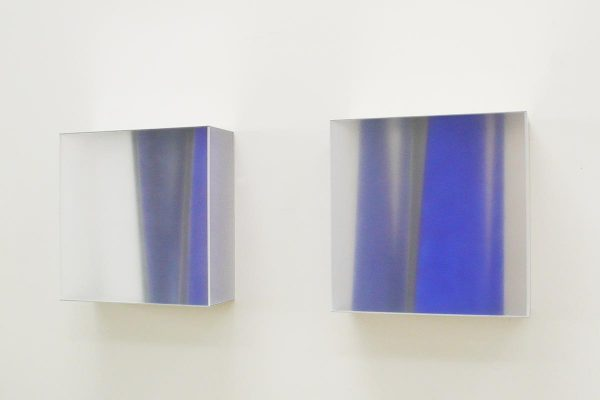 Rita Rohlfing, Color Space Object, white & blue space, 2011, Acrylglas, Aluminium, Acrylfarbe, 65 x 65 x 21 cm, blue space, 2010, Acrylglas, Aluminium, Acrylfarbe, 65 x 65 x 21 cm