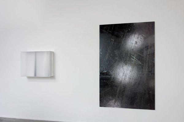 Rita Rohlfing, white space, 2009, 65 x 80 x 21 cm & scheinbar, 2015, 200 x 125 cm