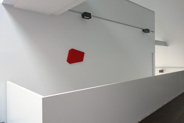 Rita Rohlfing, R.o.T. - Wandstück, 2001, Öl nd Acryl auf Leinwand, 50 x 70 x 5 cm, exhibition view: dieKUNSTSAMMLUNG des Landes Oberösterreich, Linz, Austria